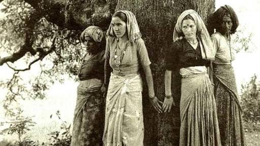 চিপকো মুভমেন্ট ১৯৭৩, ইন্ডিয়া। ইন্দিরা গান্ধির 'কর্তৃত্ব' ঠেকাইতে চাইতেছেন 'পুরুষ' হইতে না চাওয়া মাইয়ারা।