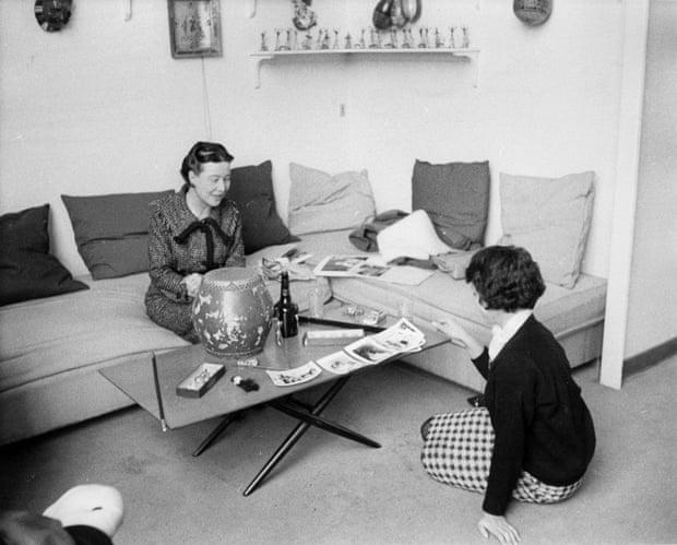সিমন দ্য বোভোয়া আর সিন্থিয়া জুডাহ। ছবি, দ্য অবজারভার থিকা নেয়া।
